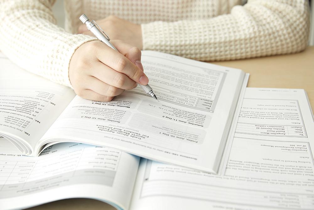 勉強をしている様子